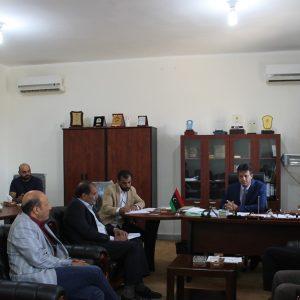 السيد الدكتور موسي رجب عبد الشفيع رئيس جامعة السيد محمد بن علي السنوسي الإسلامية يعقد اجتماعا مع مدراء الإدارات والمكاتب